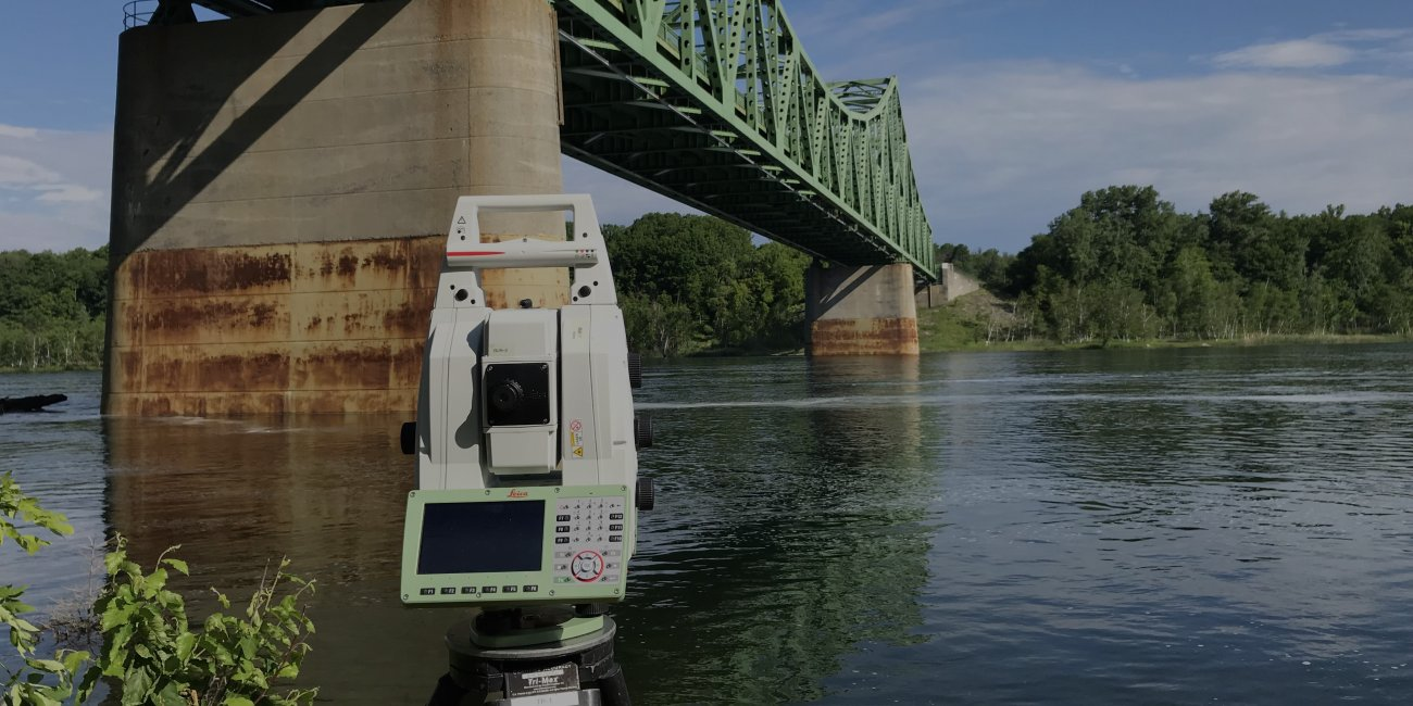 Fathometer Survey Bridge Inspection von Mc Laren Engineering Group via Wikimedia CC BY SA 4 0