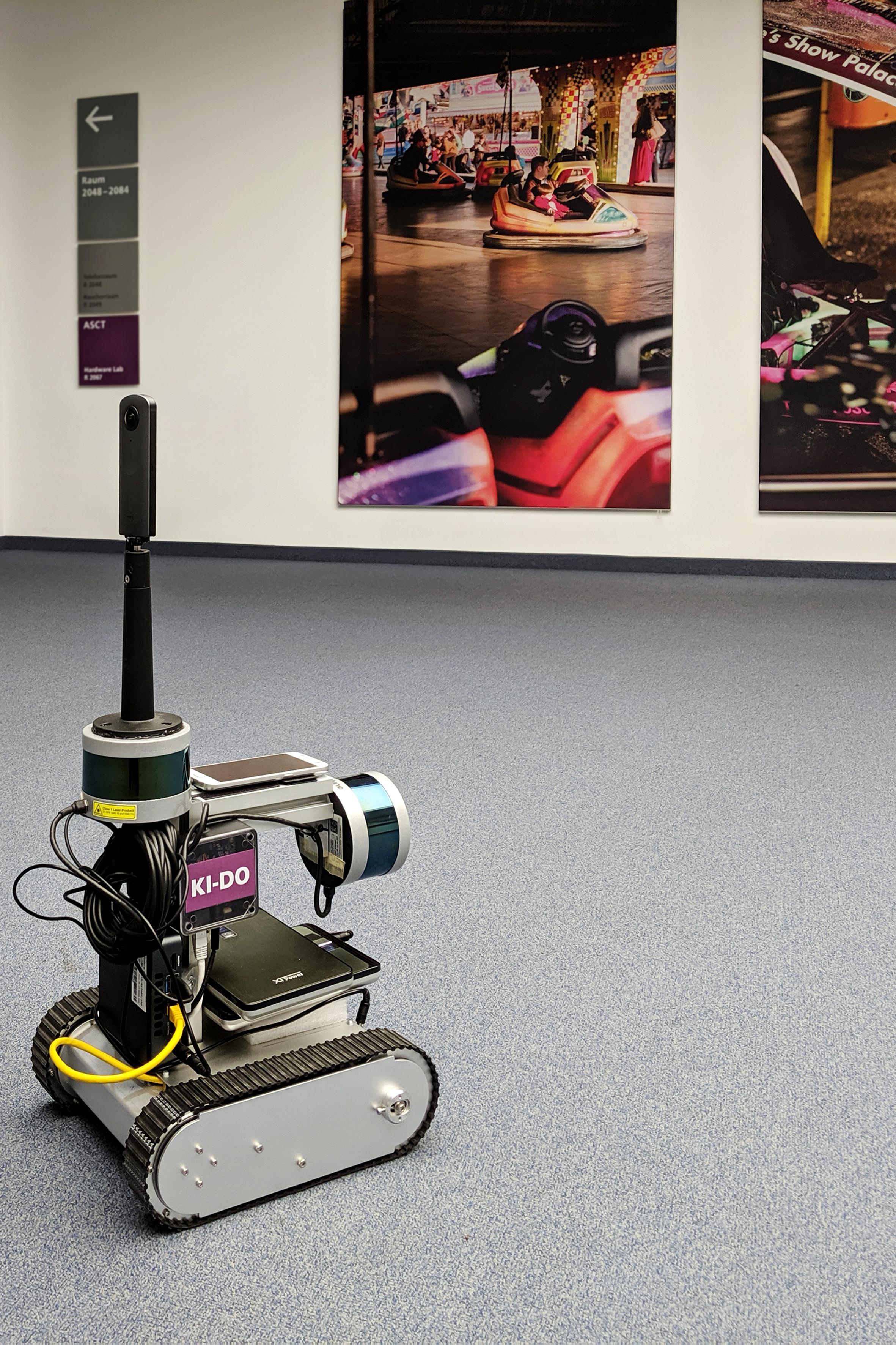 Der Indoor-Roboter speichert und überträgt die von ihm aufgezeichneten Daten zu den Gegebenheiten …