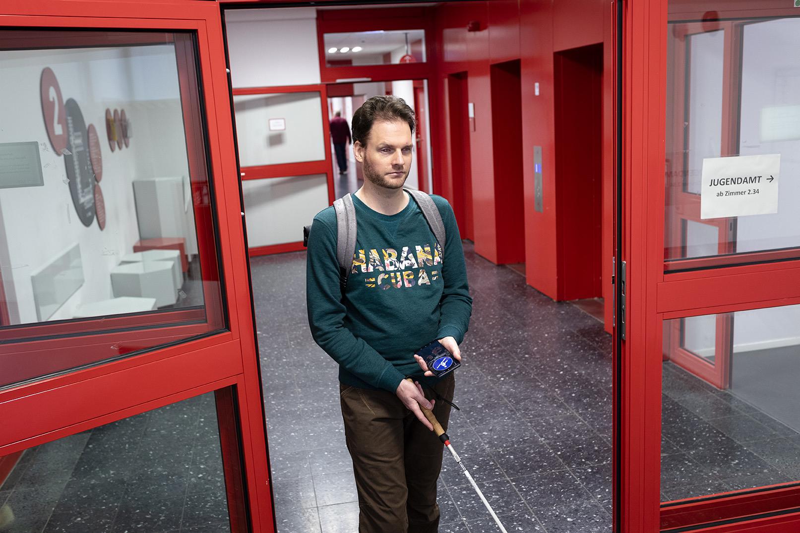 Die App navigiert beispielsweise Sehbehinderte in Gebäuden mittels akustischer Informationen zu ihrem Ziel.
