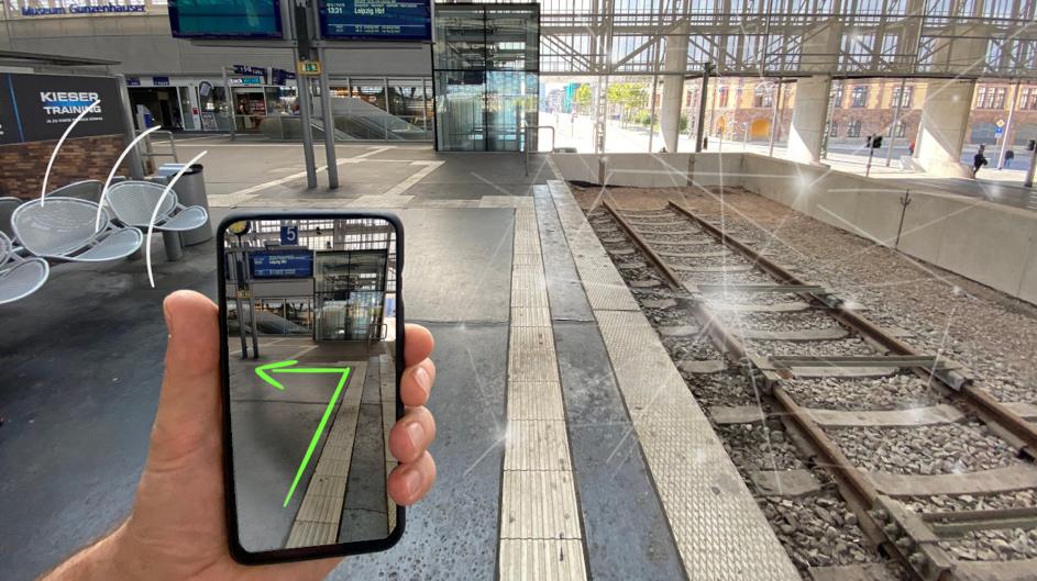 Die OPENER next-App navigiert Nutzer:innen beispielsweise durch Bahnhöfe. Foto: OPENER next