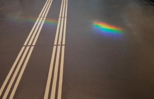 22 Regenbogen auf dem Leitstreifen für Sehbehinderte22 von floheinstein via Flickr CC BY SA 2 0