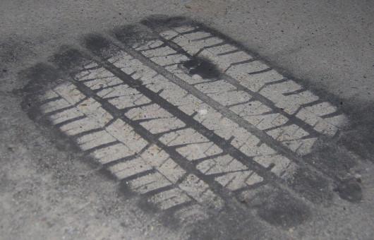 22 Tire Mark22 von saaby via Flickr CC BY SA 2 0