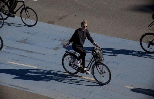 Cycle Chic Copenhagen von Mikael Colville Andersen via Flickr CC BY 2 0 bearb