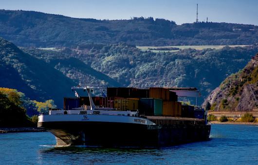 Die Metropolis eines der groessten Binnenschiffe auf dem Rhein 11801978386 Heribert Pohl Ausschnitt