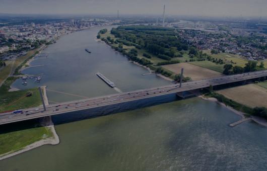 Leverkusener Brücke A1 Stau Autobahn von dronepicr via Flickr CC BY 2 0 bearbeitet
